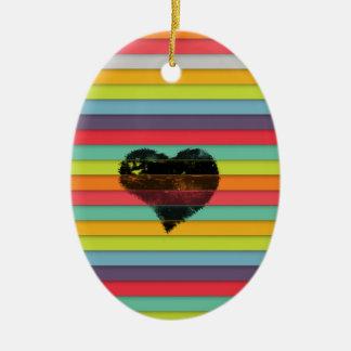 Coração preto no fundo funky dos azulejos ornamento de cerâmica oval