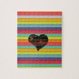 Coração preto no fundo funky dos azulejos quebra-cabeças de fotos
