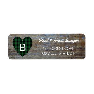 Coração verde de madeira rústico da xadrez da etiqueta endereço de retorno