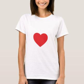 Coração vermelho camiseta branca cabida