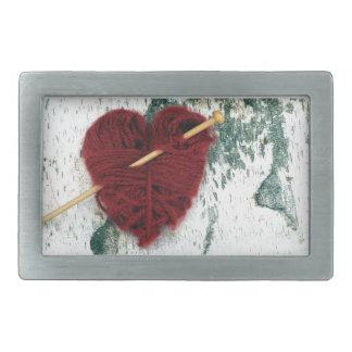Coração vermelho de lãs na fotografia do latido de