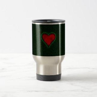 Coração vermelho em um fundo verde do grunge caneca térmica