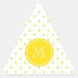 Corações amarelos do brilho com monograma adesivo triangular