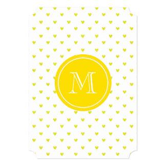 Corações amarelos do brilho com monograma convites