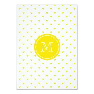Corações amarelos do brilho com monograma convites personalizados