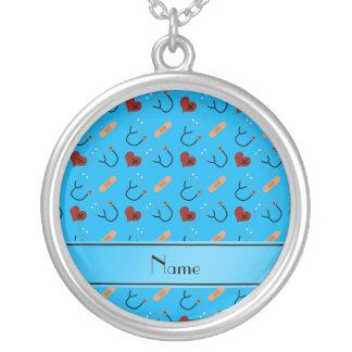 Corações azuis conhecidos personalizados da colar com pendente redondo