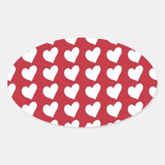 Corações brancos do amor na obscuridade - vermelho adesivo oval