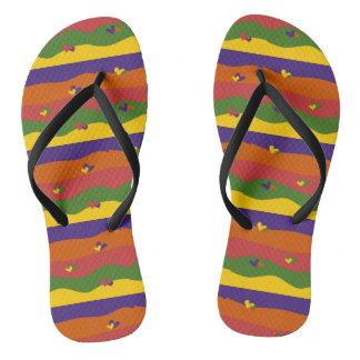 Corações coloridos bonitos e chinelos do design