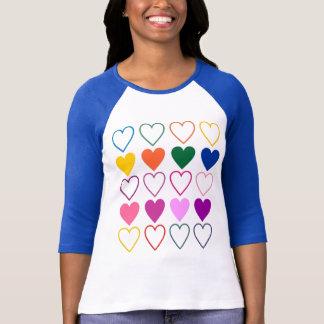 Corações da camisa das cores T