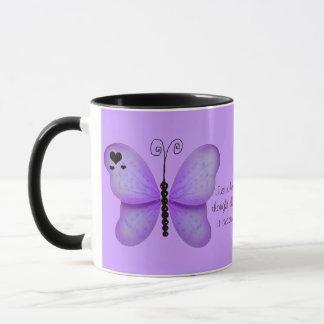 Corações e caneca roxa das citações das borboletas