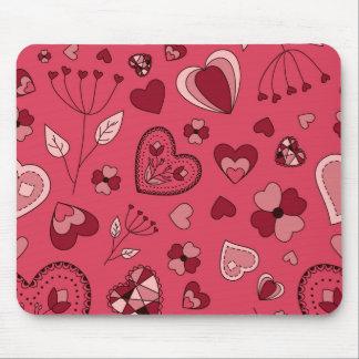 Corações e mousepad cor-de-rosa das flores