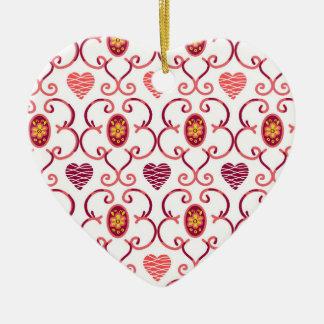Corações e ornamento cerâmico da treliça