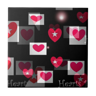Corações loucos em presentes pretos dos namorados azulejo