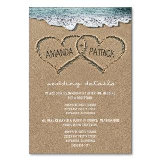 Corações nos cartões do cerco do casamento de