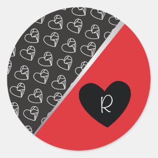 Corações quebrados e etiqueta vermelha do