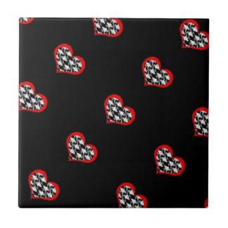 Corações vermelhos no fundo preto azulejos