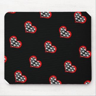 Corações vermelhos no fundo preto mouse pad