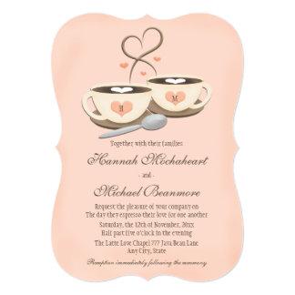 Coram os copos de café Monogrammed do coração dois Convite 12.7 X 17.78cm