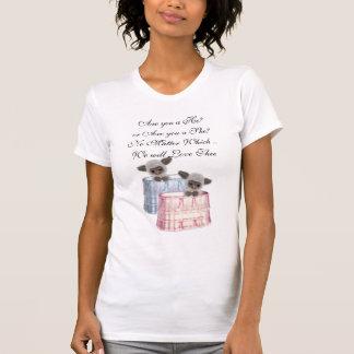 Cordeiros pequenos bonitos na BassinetsT-Camisa Camiseta