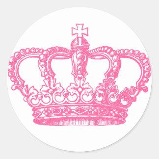 Coroa cor-de-rosa adesivo em formato redondo