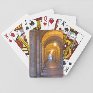 Corredor de pedra iluminado lâmpada, espanha jogo de carta