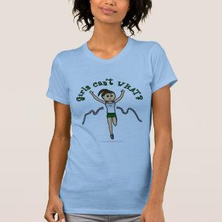 Corredor leve da menina no uniforme verde t-shirts