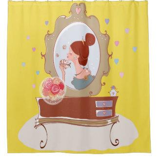 Cortina Para Box Senhora no espelho que aplica a cortina de chá da