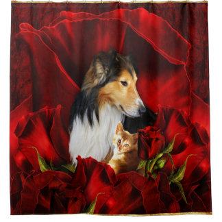 Cortina Para Chuveiro Cão e gatinho encaixados nas rosas vermelhas