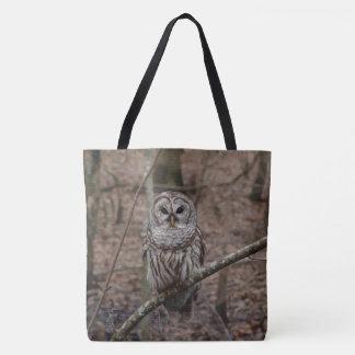 Coruja barrada na sacola da imagem da floresta bolsas tote