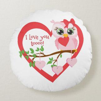 Coruja bonito do amor almofada redonda