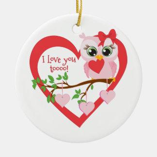 Coruja bonito do amor ornamento de cerâmica redondo