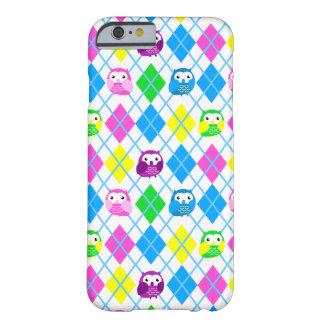 Coruja colorida bonito Argyle Capa Barely There Para iPhone 6