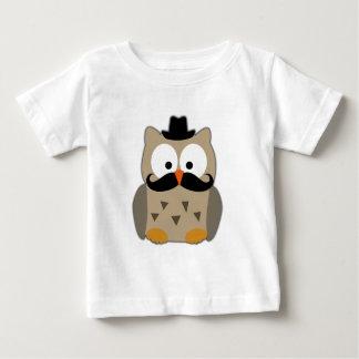 Coruja com bigode e chapéu t-shirts