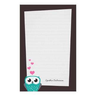 Coruja e papel de nota dos corações do amor (alinh papelaria personalizada