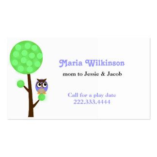 Coruja em um cartão das mamães da árvore modelo cartao de visita