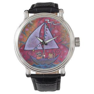 Coruja lunática, colorida e o relógio do gato do