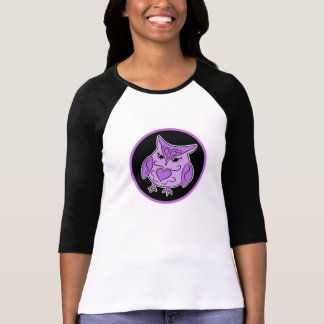 Coruja roxa bonito no preto camisetas