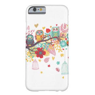 Corujas bonitos e fundo floral colorido da imagem capa barely there para iPhone 6
