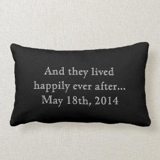 Costume feliz nunca após a lembrança do presente d travesseiro