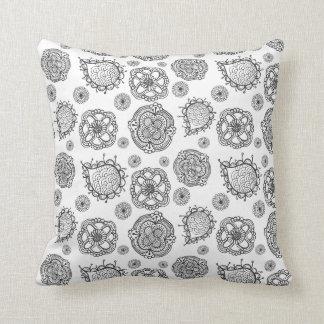 Coxim floral moderno do teste padrão do Doodle pre Travesseiros De Decoração