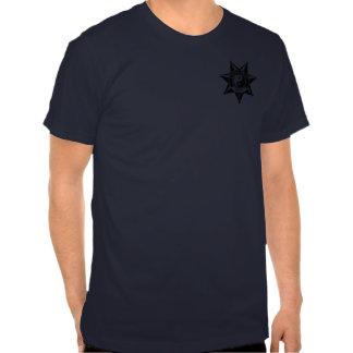 Crachá da polícia das karmas! camisetas