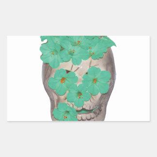 Crânio com as flores esverdeados macias adesivo retangular