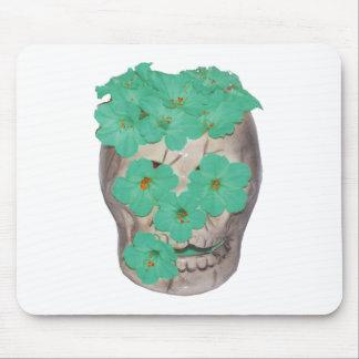 Crânio com as flores esverdeados macias mouse pad