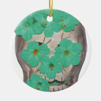 Crânio com as flores esverdeados macias ornamento de cerâmica redondo