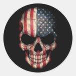 Crânio da bandeira americana no preto adesivo em formato redondo