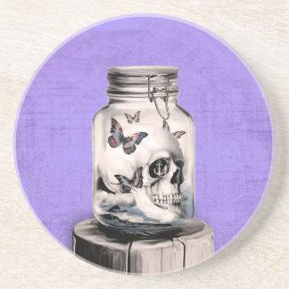Crânio da borboleta no frasco. Pensamentos perdido Porta Copo