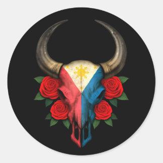 Crânio de Bull da bandeira de Filipinas com rosas Adesivos Em Formato Redondos