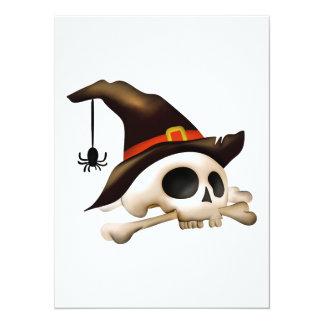 Crânio do Dia das Bruxas com o chapéu do osso e da Convite 13.97 X 19.05cm