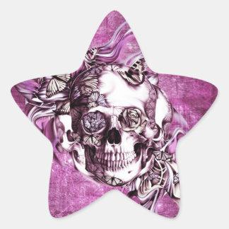 Crânio do fumo da ameixa com borboletas adesito estrela