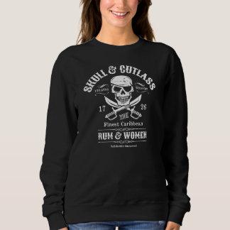 Crânio do pirata do remendo do olho e espadas t-shirts